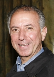Edward Juarez, fundador de la International Immigrants Foundation, Inc. y la International Professional Association, Inc., clausuradas por la Fiscalía de NY por estafar a inmigrantes.