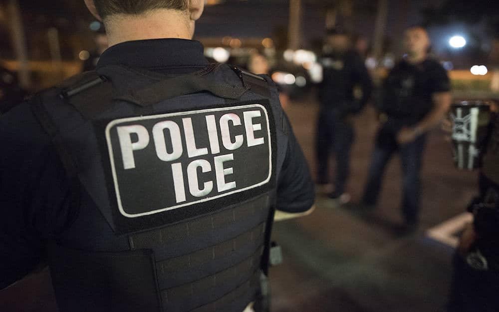 ICE Oficiales Arrestos